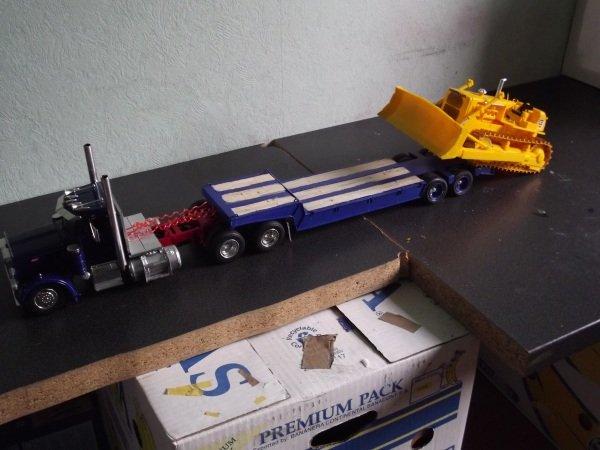 Peterbilt 359 mit Lowboy plus Caterpillar D8H Otwpa7cz7x8