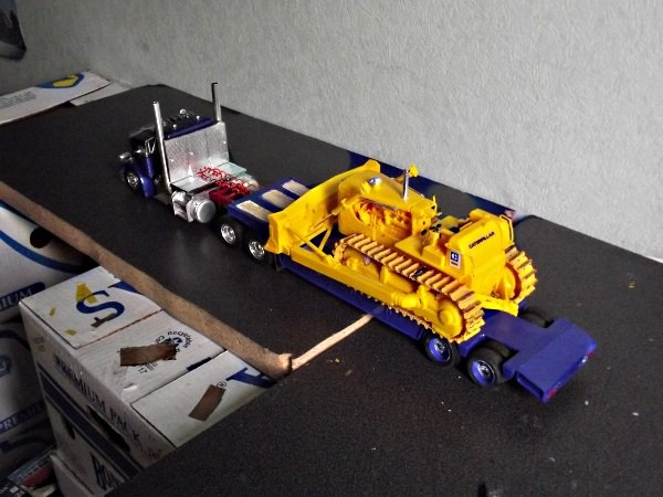 Peterbilt 359 mit Lowboy plus Caterpillar D8H Jdjm9madck2