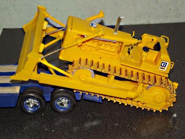 Peterbilt 359 mit Lowboy plus Caterpillar D8H Xv85qmeuioq